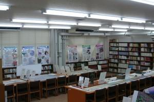 小杉高校の図書室で開催された「越中万葉パビリオン」全景
