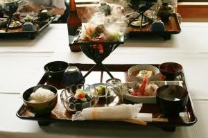 昼食。羽咋の郷土料理です